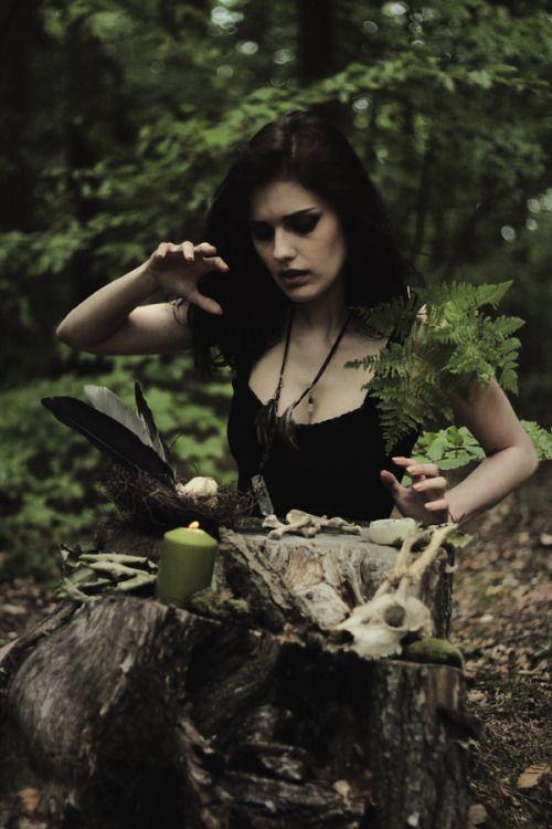 e16e955086369e91707c4b369b27536f--real-witches-season-of-the-witch